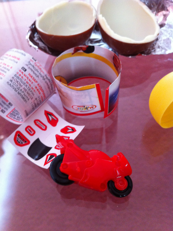 Indide kinder surprise
