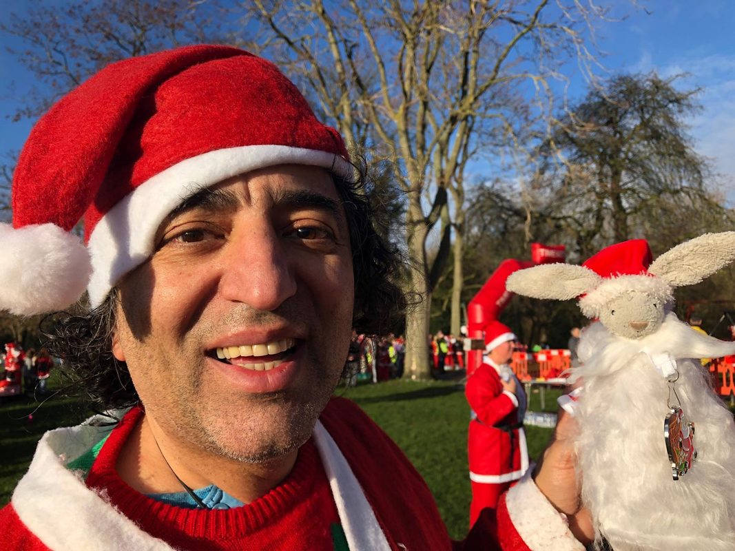 Leamington Spa Santa Dash 2018 in aid of Myton Hospices.